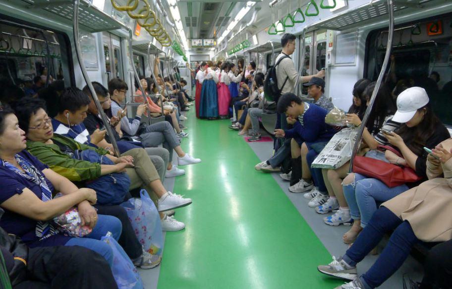 Dans le métro à Séoul