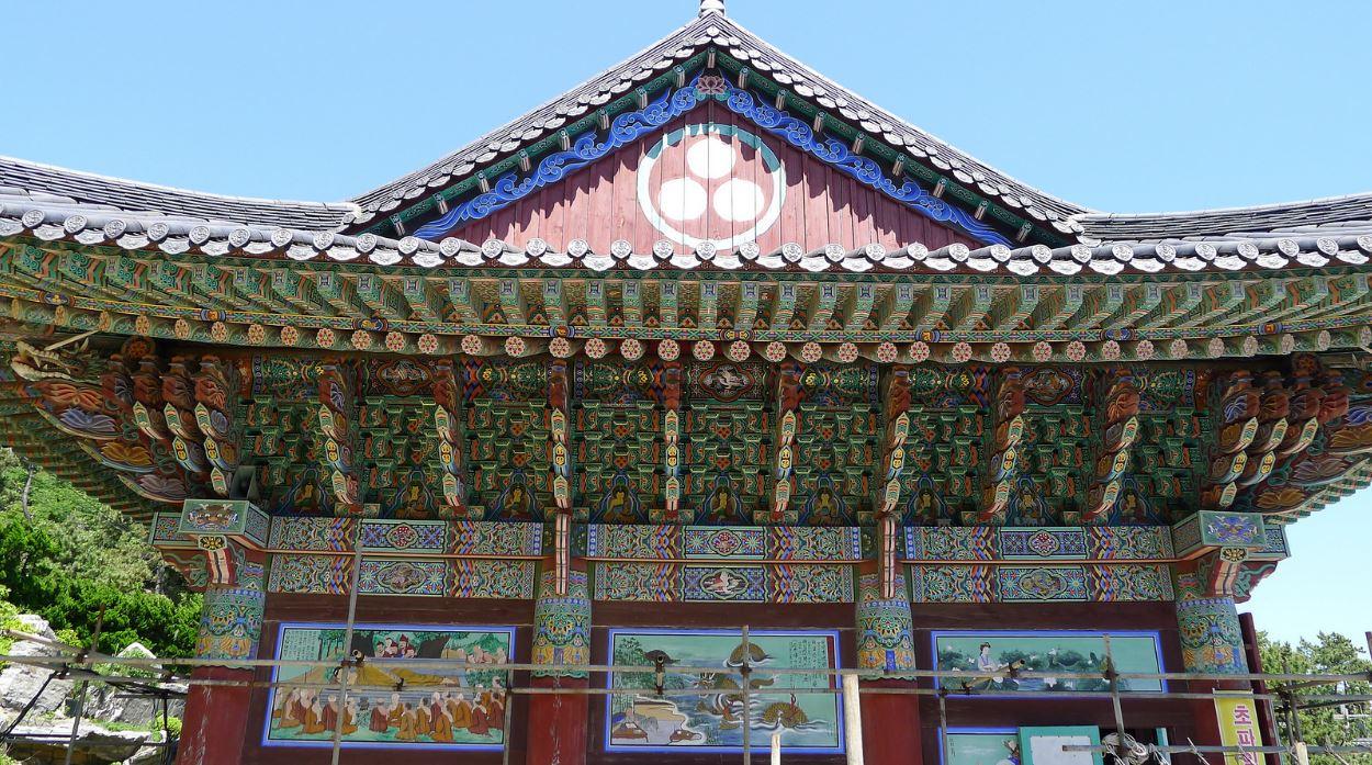 Toit du temple Haedong Yonggung